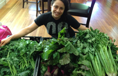COLD PRESSED JUICE SMOOTHIES ROCHESTER NY_ damaris pinedo with veggie bins